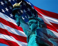 Statue_liberty_American_flag