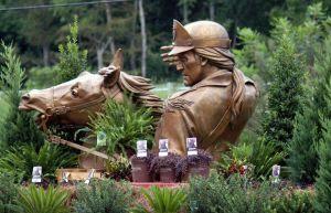 FM statue